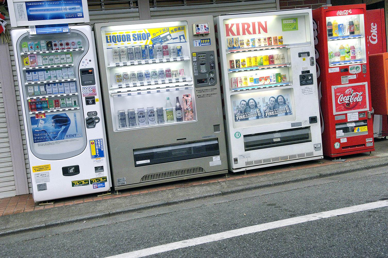 japan-street-vending-machines-retina